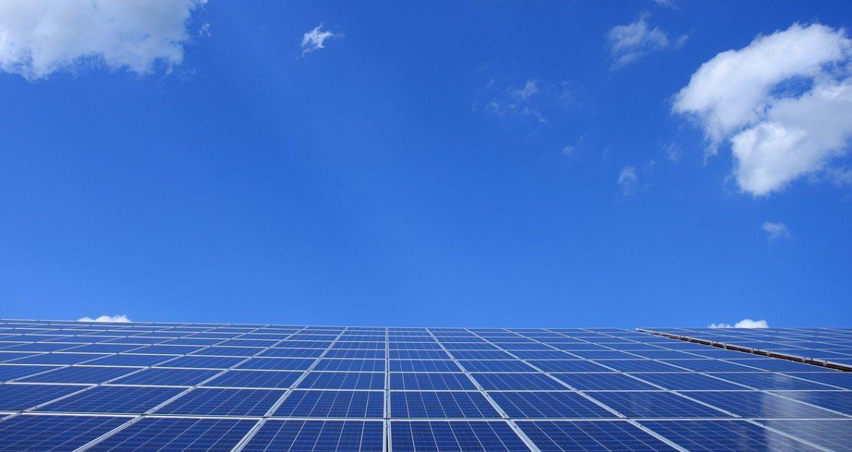 Dlaczego warto zamontować panele solarne?